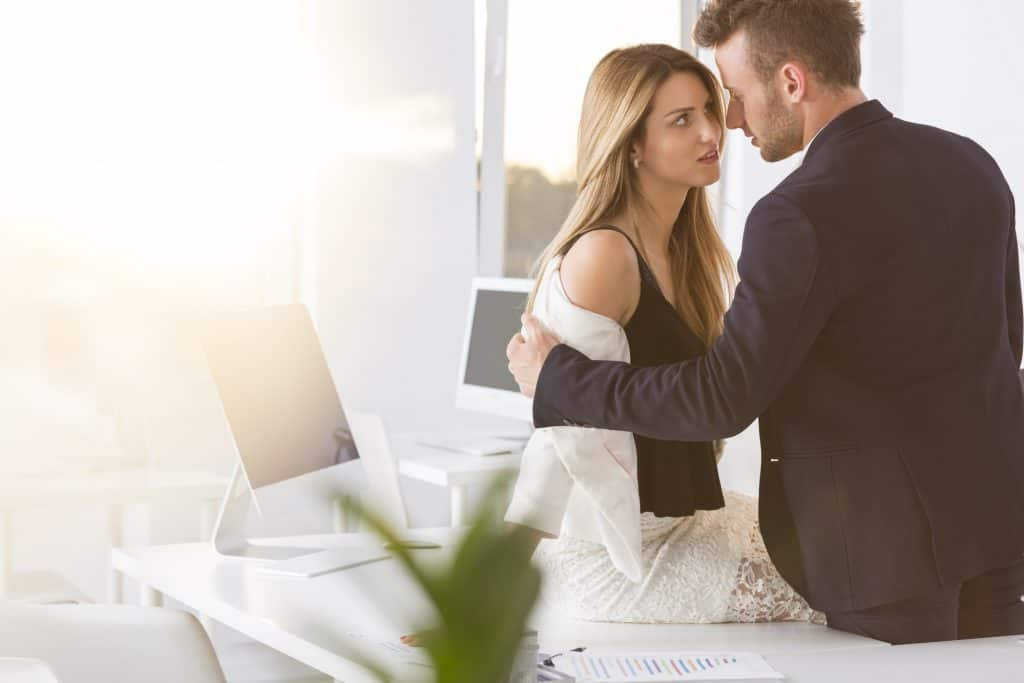 Woman man sexually a when to is a attracted What Attracts